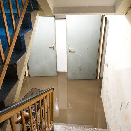 Wasserschaden-Kellerabgang